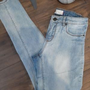 3/$25🎉 Garage Distressed Faded Skinny Jean
